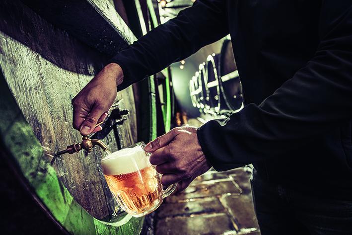 Úplně nejlepší pivo je to, co vypijete v pivovaru. Pak už se jen kazí, tvrdí emeritní sládek Berka