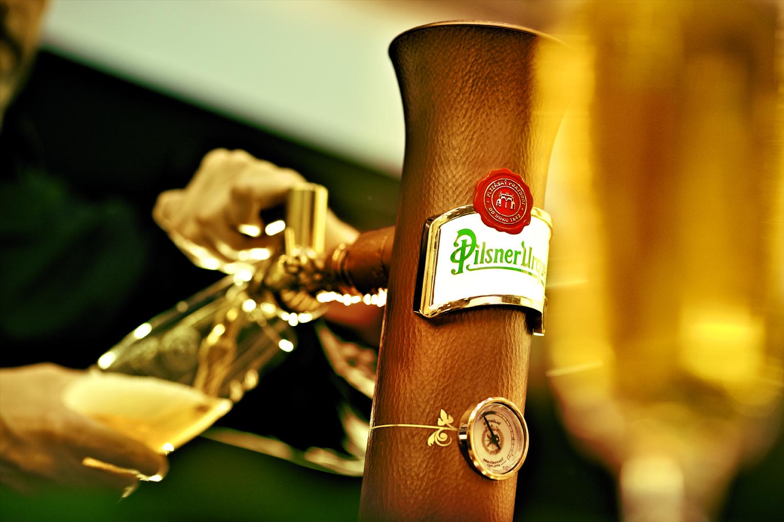 Plzeňský Prazdroj: Prošlé pivo v sudech nahradíme novým
