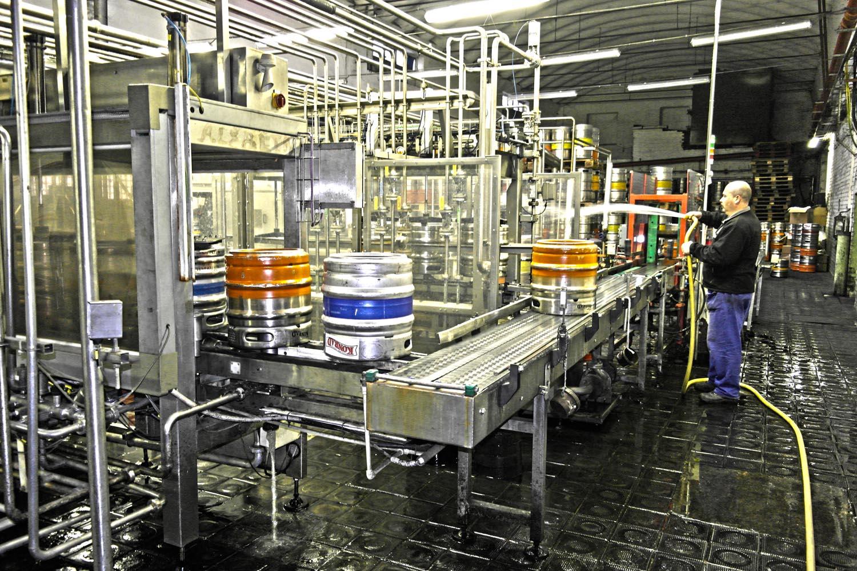 Pivovary v problémech. Snižují výrobu o desítky procent