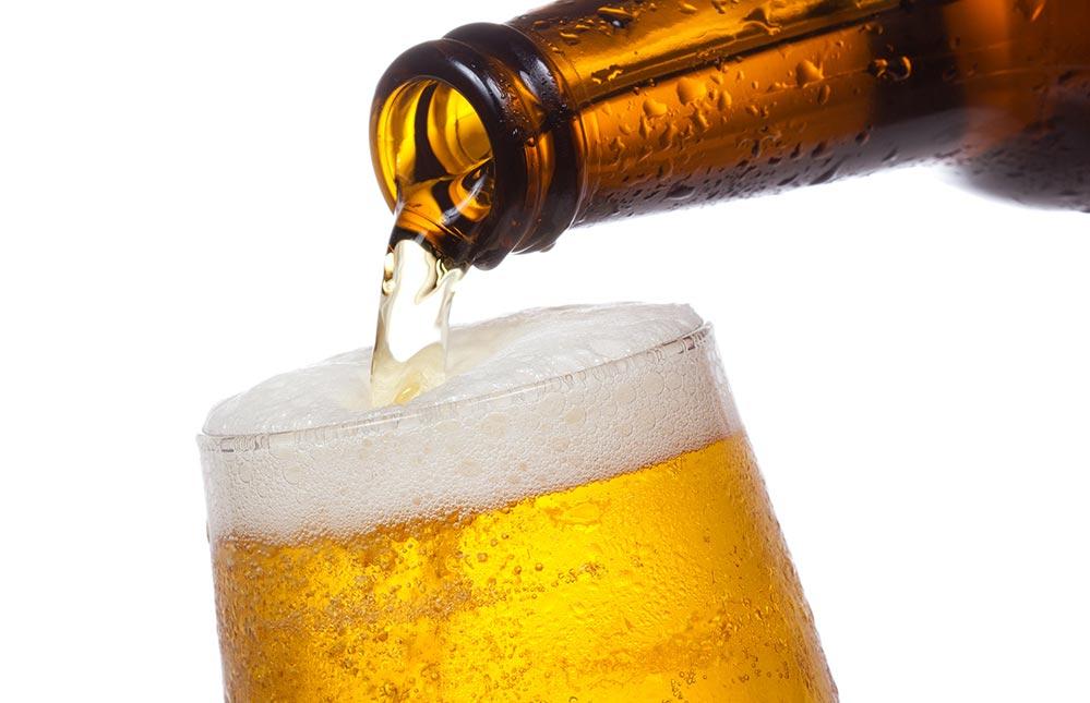 Češi poprvé vypili více piva z plechovek než z PET lahví