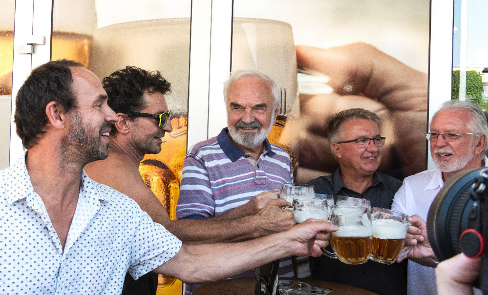 Na počest Miloše Formana se vaří speciální pivo, podílí se na tom jeho syn Petr, Svěrák, Hanzlík a Vetchý