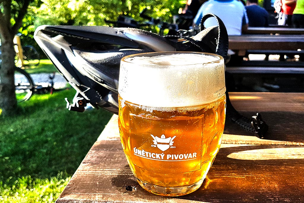 Jedno pivo cyklistům neškodí. Senátní výbor podpořil toleranci alkoholu