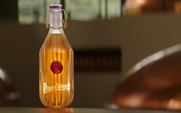 Design aukční charitativní lahve Pilsner Urquell pro Centrum Paraple připomíná 100 let Československa