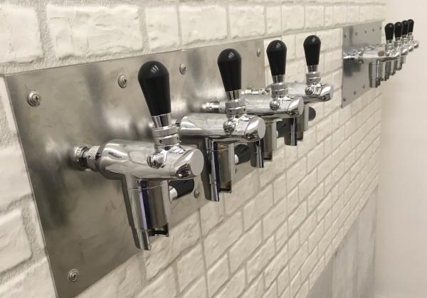 Čepované pivo až do domu? Nový startup vytvořil pro Pražany 'online výčep' s dovozem