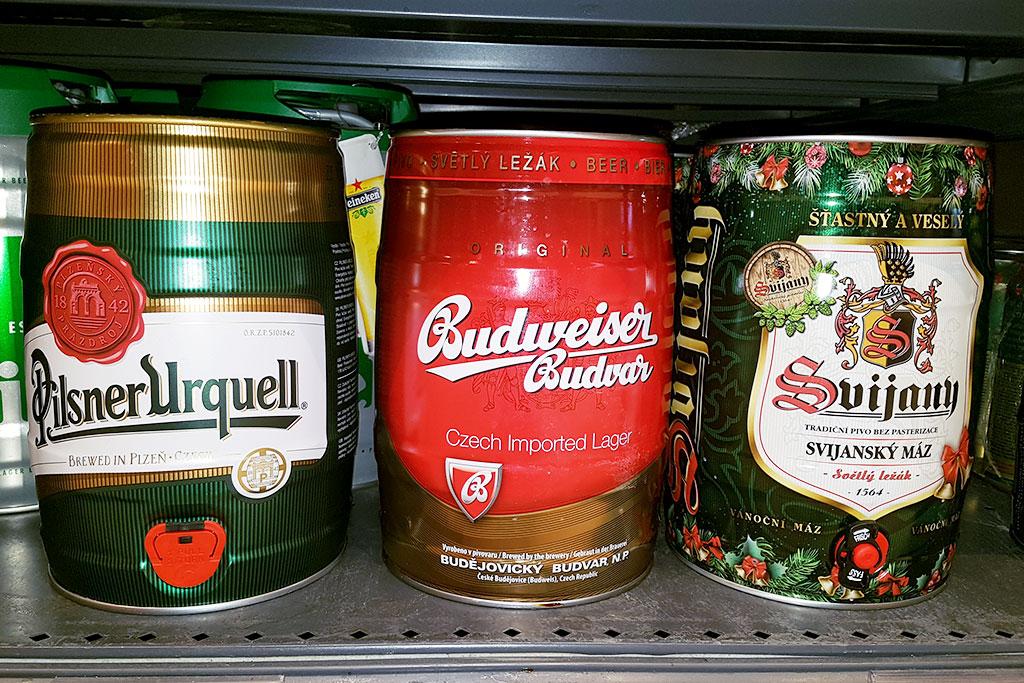 Pivo do garáže nebo ke grilu. Češi víc kupují malé soudky