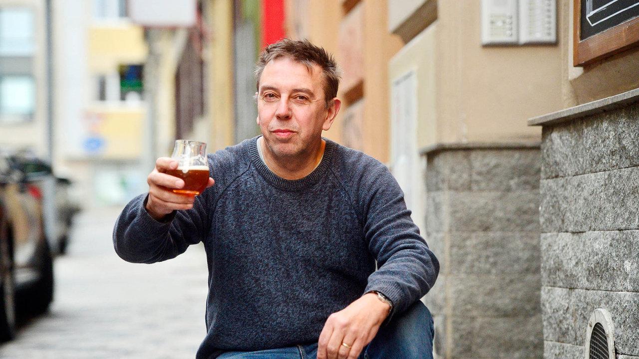Na českém pivu má rád jeho pitelnost. Češi na rozdíl od Britů nemají vůči tomuto nápoji předsudky