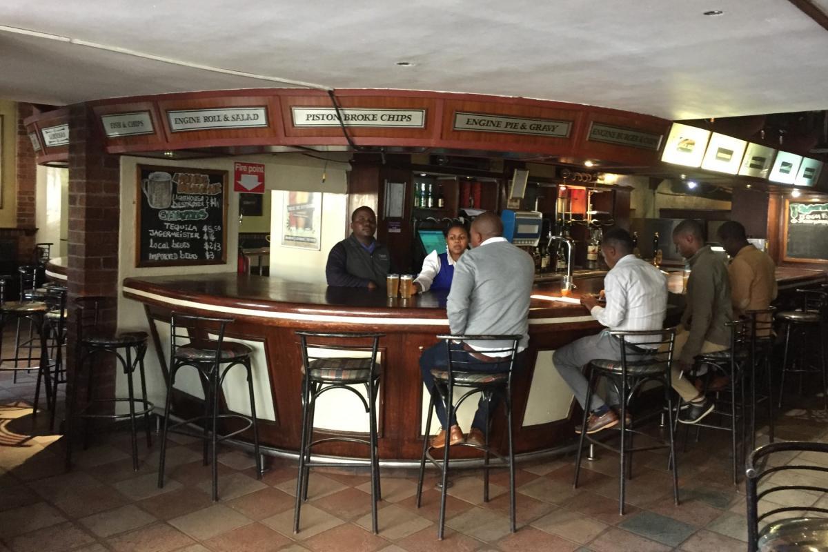 pivovari-pivovary-novinky-pivo-z-ceskeho-chmele-zimbabwske-metropoli-harare-beer-engine