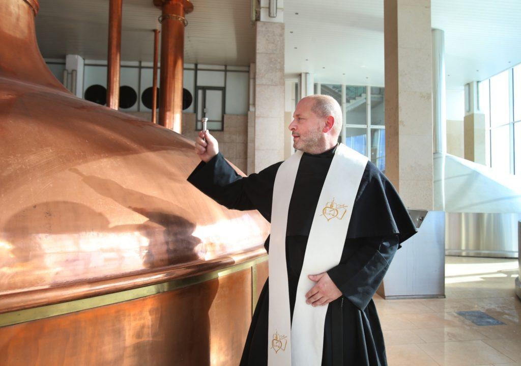 pivovari-pivovary-novinky-prazdroj-opet-uvaril-velikonocni-lezak-s-augustiniany-02