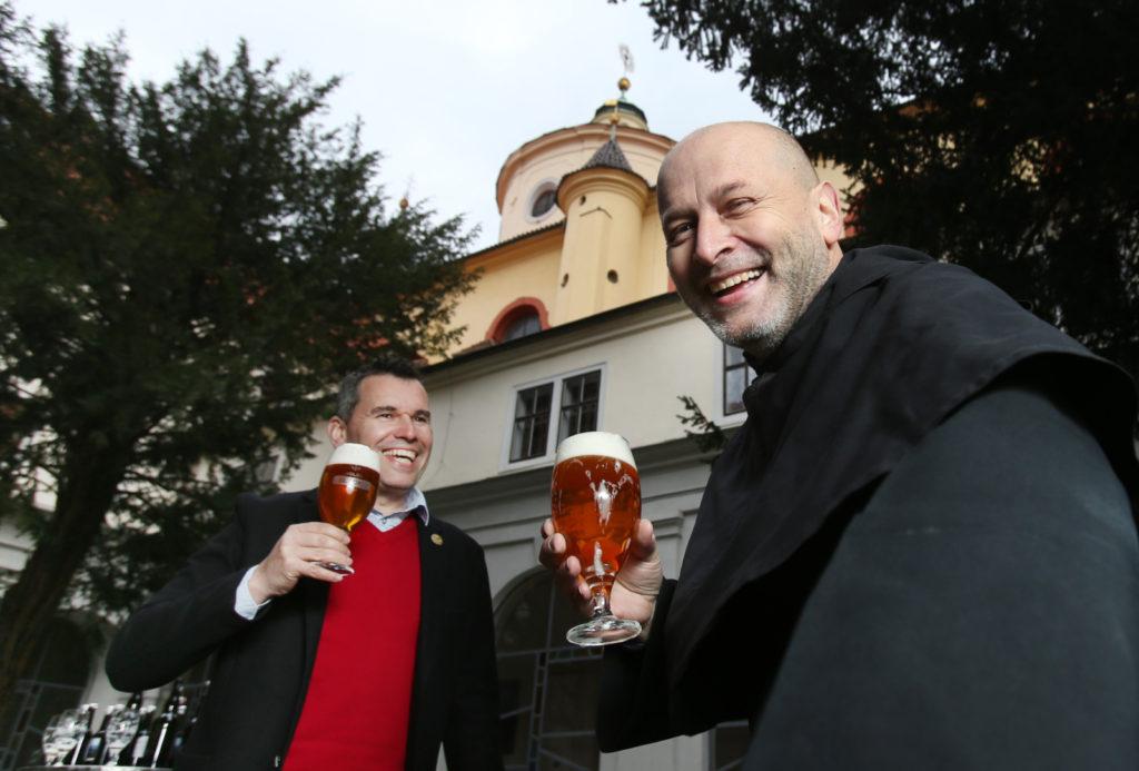 pivovari-pivovary-novinky-prazdroj-opet-uvaril-velikonocni-lezak-s-augustiniany-05
