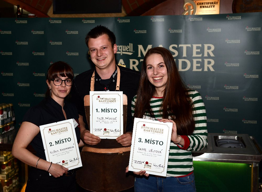 Nejlepším výčepním v Královéhradeckém kraji je Filip Pádecký. Postupuje do národního finále soutěže Pilsner Urquell Master Bartender