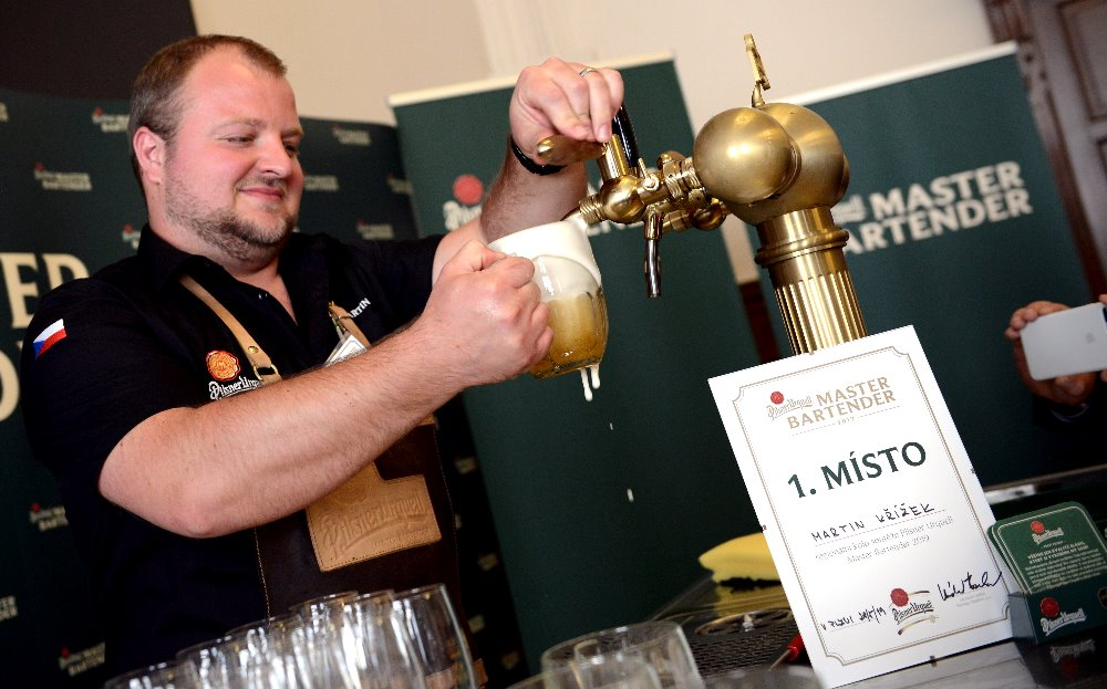 Nejlepšími výčepními jižních a západních Čech jsou Petr Sváček a Martin Křížek. Postupují do národního finále soutěže Pilsner Urquell Master Bartender