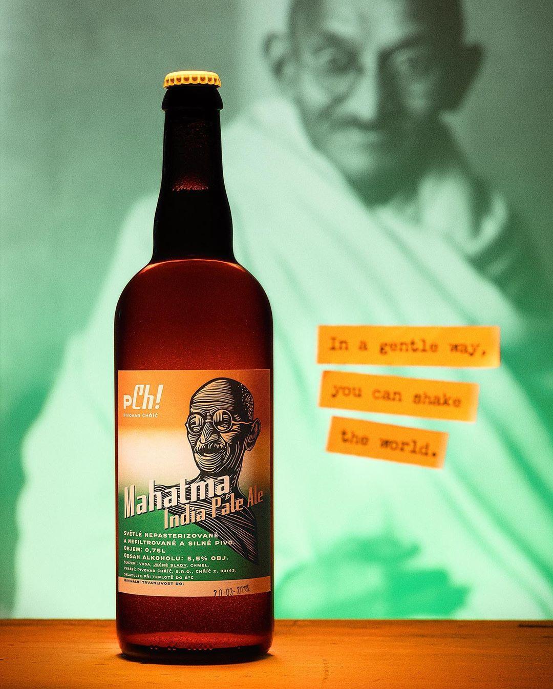 Český pivovar vyvolal mezinárodní pozdvižení. Lahve s podobiznou Gándhího řeší i Černínský palác