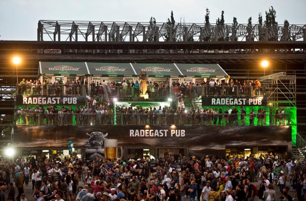 Rekordní výtoč. Na Colours of Ostrava se vyčepovalo 480 tisíc piv