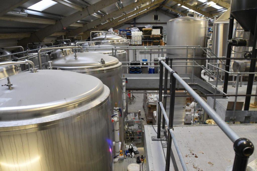 pivovari-pivovary-novinky-skotsky-pivovar-farm-brewery-vsadil-na-destovku-07