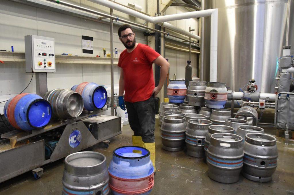 pivovari-pivovary-novinky-skotsky-pivovar-farm-brewery-vsadil-na-destovku-08