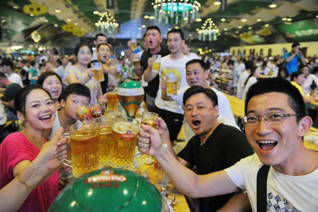 pivovari-pivovary-novinky-spotreba-piva-se-globalne-propadla-jako-nikdy-predtim-mohou-za-to-cinane