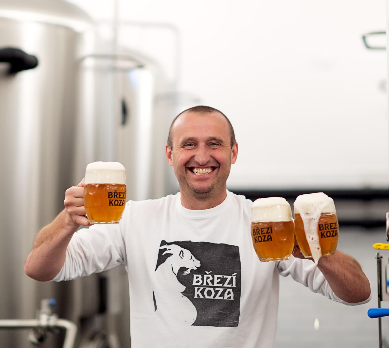 Bývalý top manažer vaří na jihu Čech pivo Březí koza. Chce do první desítky minipivovarů