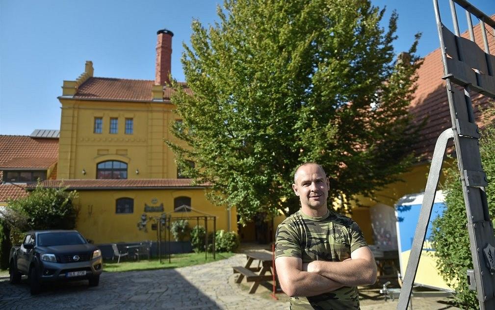 """""""Hrabalův"""" pivovar se otevřel veřejnosti. Po restauraci přibude i pivo"""