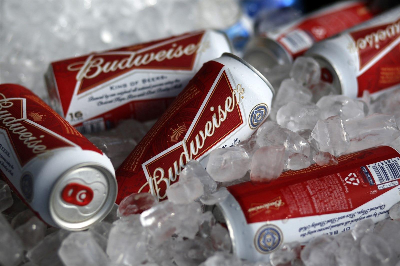 Největší pivovar zchudl o stovky miliard. AB InBev srazily špatné výsledky