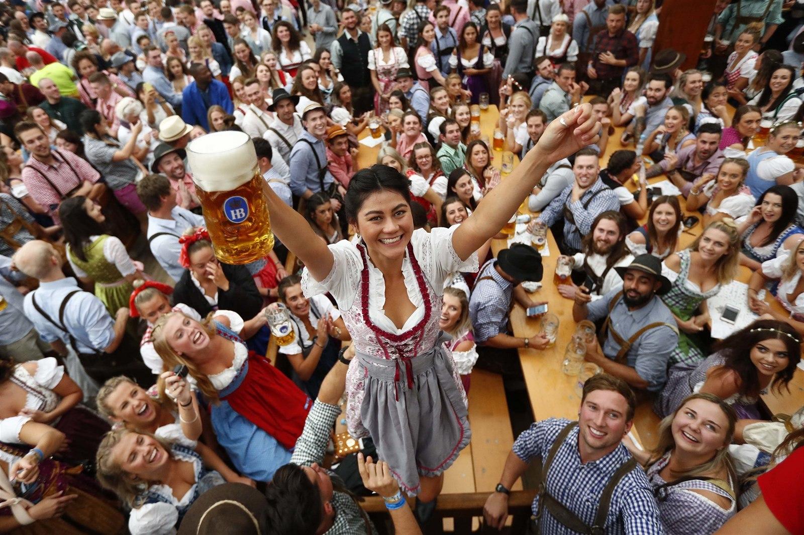 Na Oktoberfestu se vypilo přes 7 milionů litrů piva, o 200 tisíc mázů méně než loni