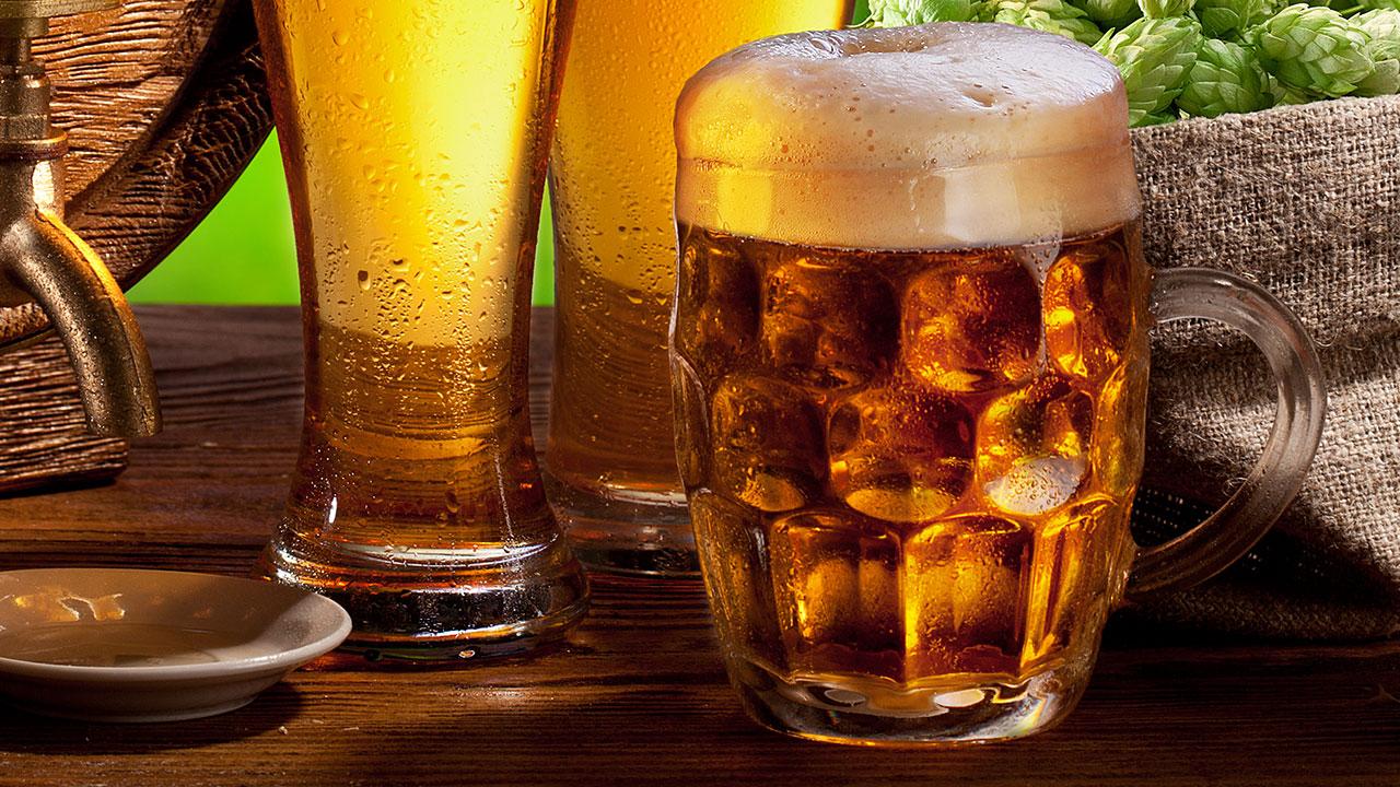 Ležáky už tolik netáhnou. Pivní trh si žádá nové styly, říkají Přátelé piva
