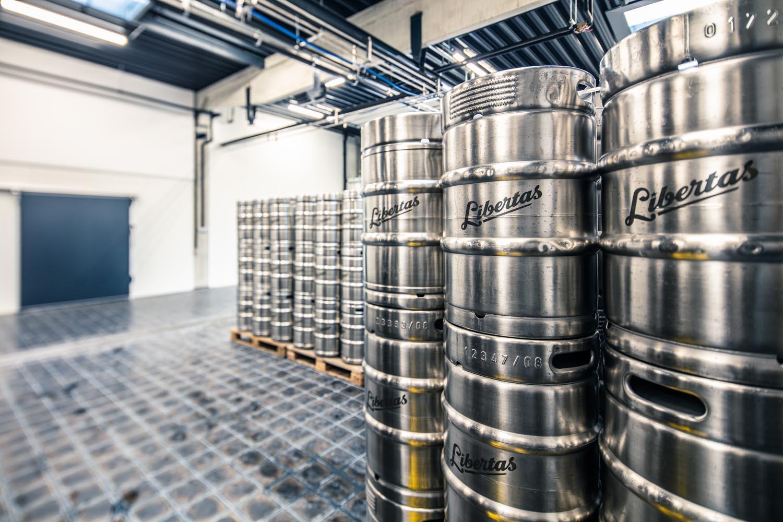 """Boj o """"záchranu"""" piva nabírá obrátky. Do akcí na podporu pivovarů a hospod se zapojily tisíce lidí"""