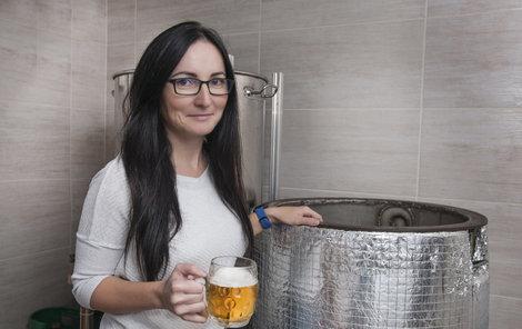 Realitní makléřka Zdeňka Lukášková (41) má neobvyklý koníček - Doma vaří pivo!