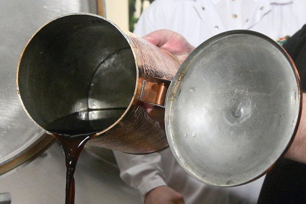 Brněnské zelené pivo se už vaří. Na Zelený čtvrtek ho lidé ochutnají po patnácté