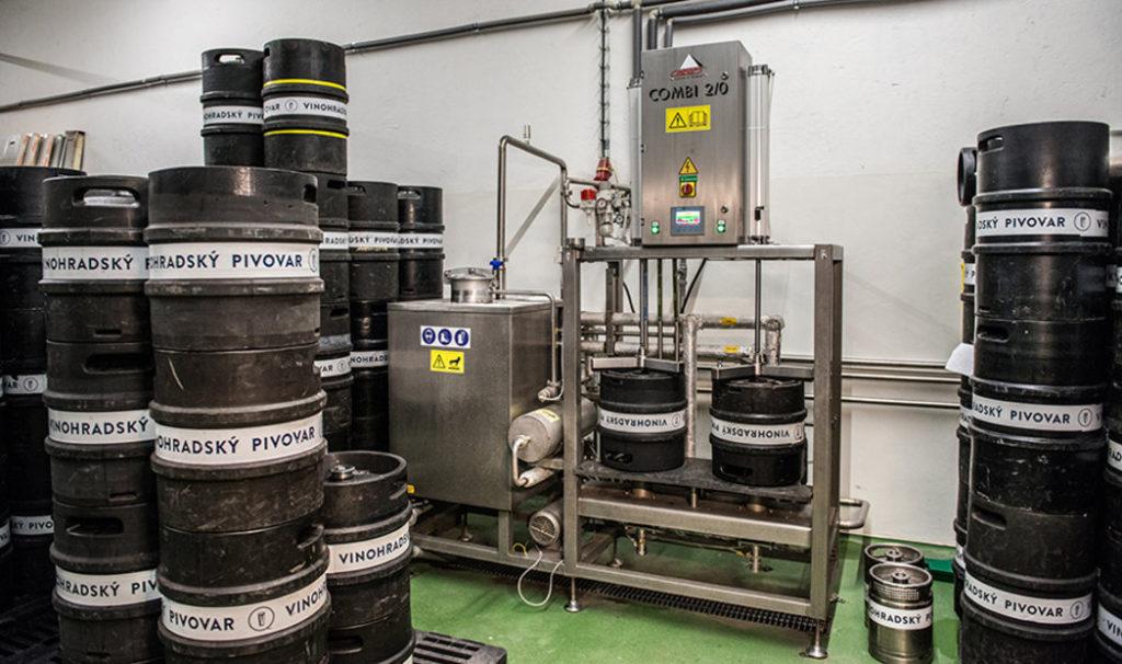 pivovari-pivovary-novinky-vinohradsky-pivovar-je-na-hrane-sve-kapacity-ted-se-musel-prizpusobit-koronakrizi-04