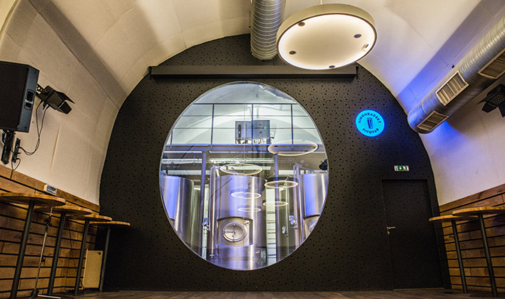 pivovari-pivovary-novinky-vinohradsky-pivovar-je-na-hrane-sve-kapacity-ted-se-musel-prizpusobit-koronakrizi-05