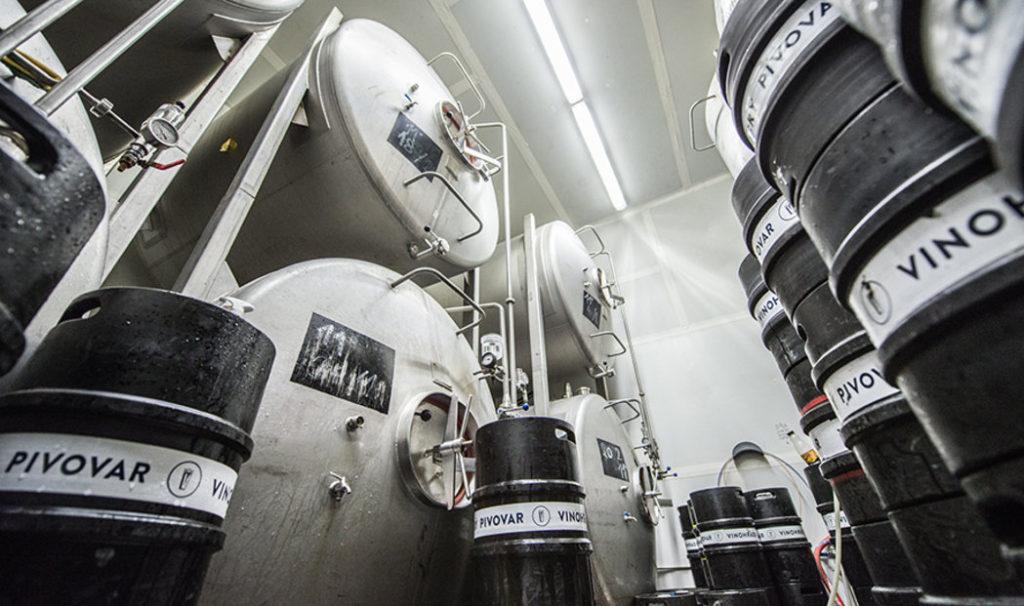 pivovari-pivovary-novinky-vinohradsky-pivovar-je-na-hrane-sve-kapacity-ted-se-musel-prizpusobit-koronakrizi-08