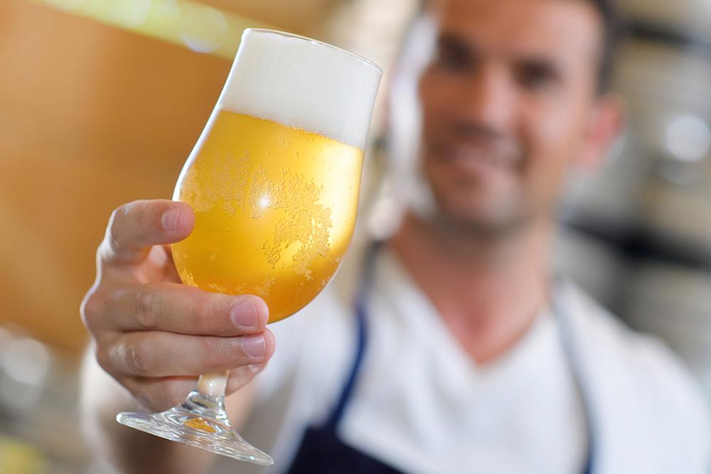 Zaplať 2, dostaneš 1 - Belgie spouští pomocnou hodinu pro bary
