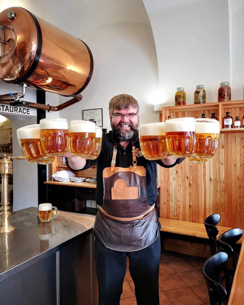 pivovari-pivovary-novinky-pivo-je-lek-co-ma-42-stupne-proto-maji-v-lekarne-nejlepsi-plzen-v-plzni