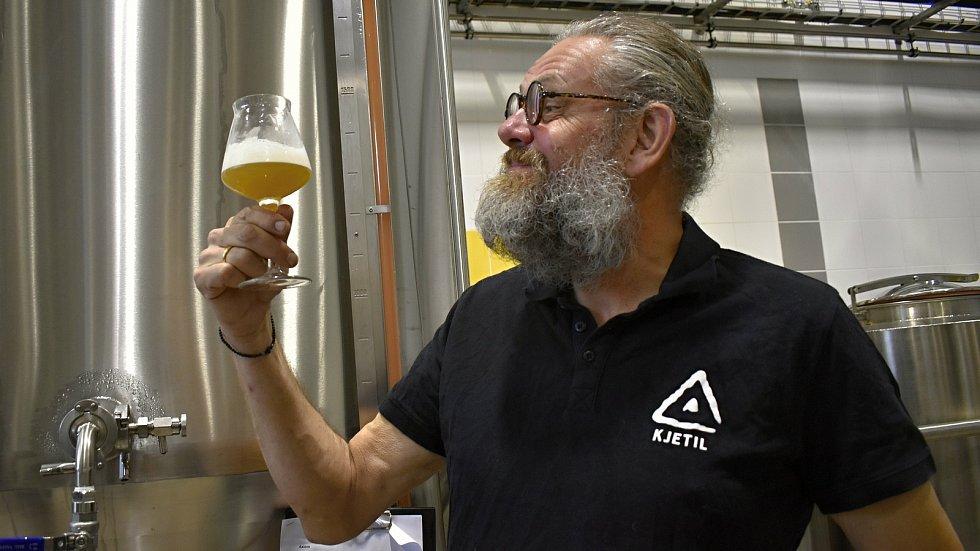Norská pivní celebrita vaří pivo v Prostějově