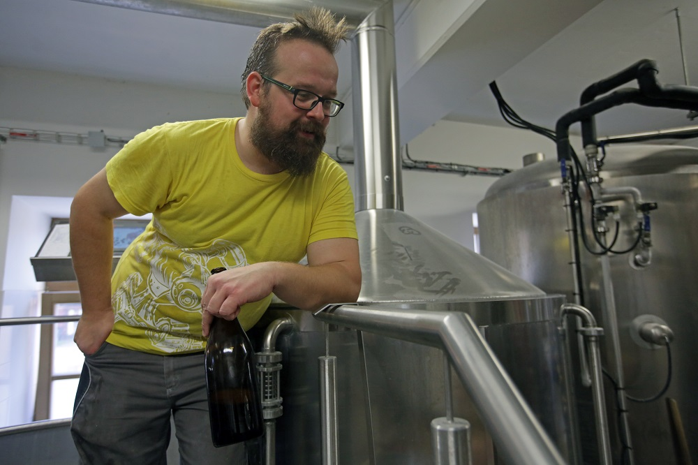 pivovari-pivovary-novinky-nechteli-jsme-byt-dalsim-pivovarem-se-stredovekym-letopoctem-v-erbu-rikaji-zakladatele-futuristickeh-07
