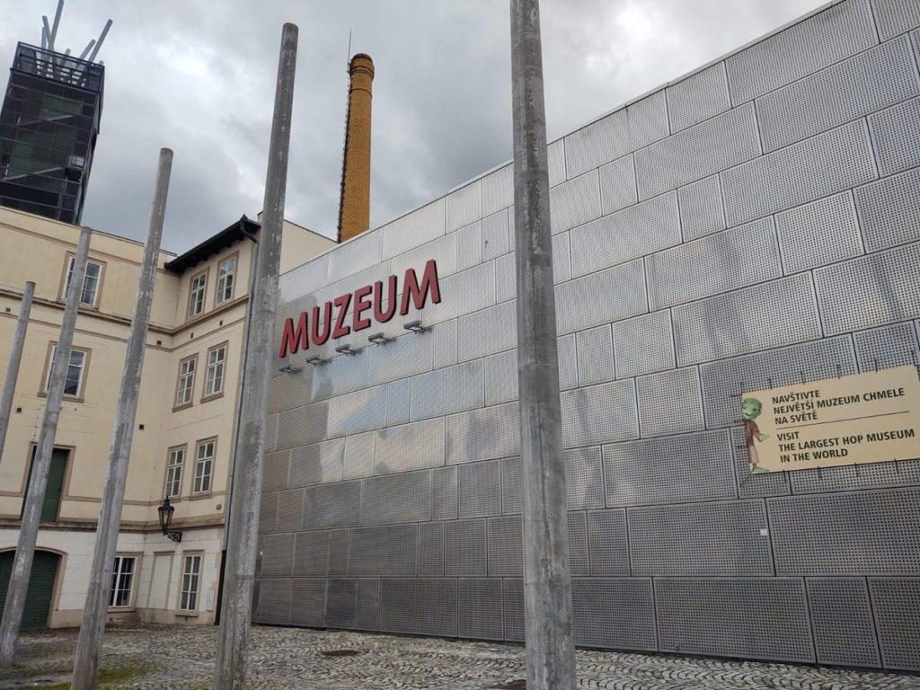pivovari-pivovary-co-je-zatecka-dratenka-a-jak-chutna-mistni-pivo-zjistite-v-chmelarskem-muzeu