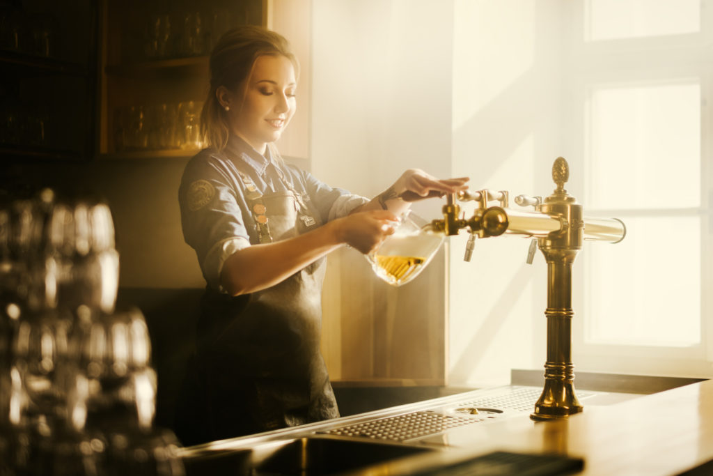 pivovari-pivovary-novinky-pilsner-urquell-ukazuje-v-nove-kampani-pribehy-lidi-kteri-stoji-za-jeho-uspechem