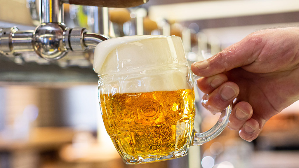 pivovari-pivovary-novinky-ilustracni-pivo-vycep