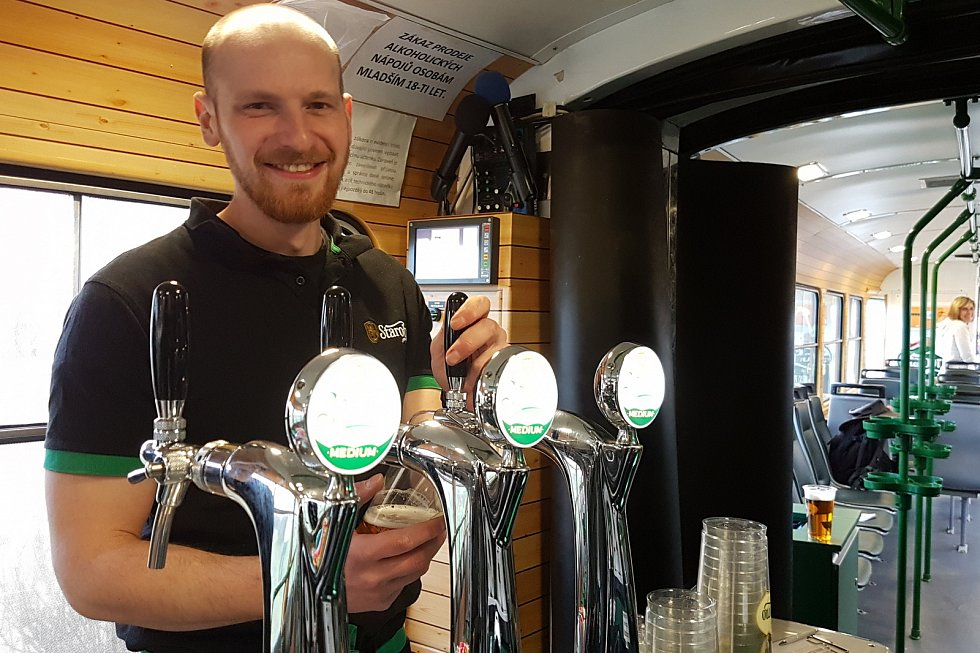 Pivní tramvaj zůstane v depu. Kvůli koronaviru i menší žízni pijanů