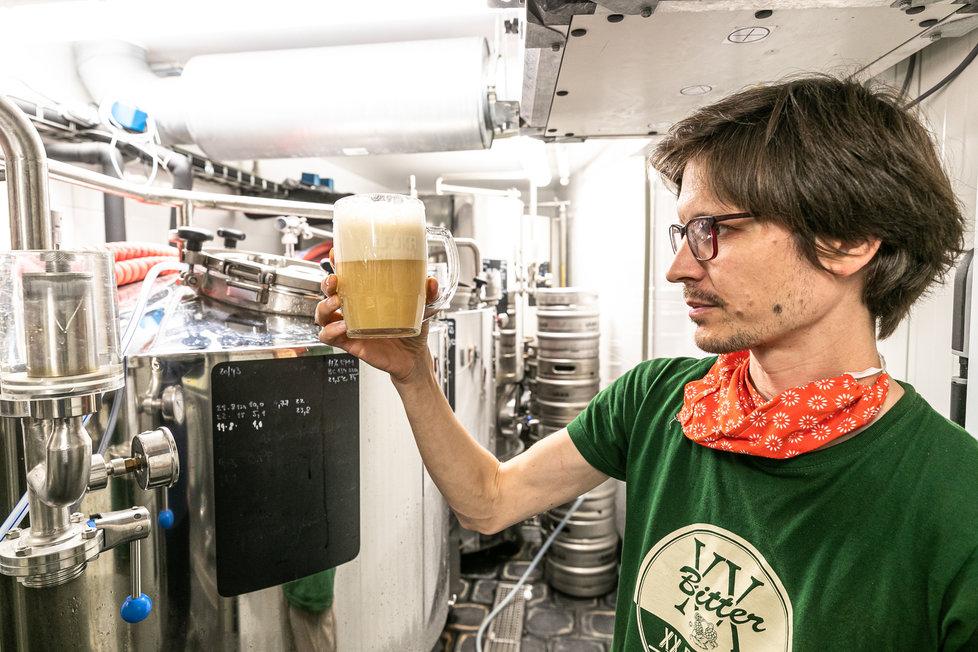 """""""Pivovarnictví je alchymie,"""" říká Jan (39). Svými pivy vzdává hold mrtvým němým hrdinům"""
