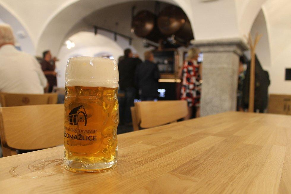 pivovari-pivovary-novinky-horke-a-chutne-takove-pivo-toci-v-otevrenem-pivovaru-v-domazlicich