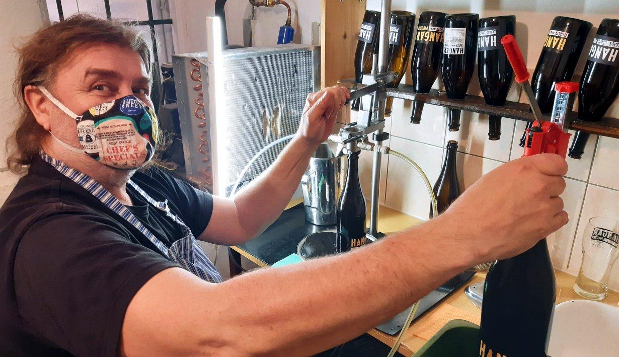 Je čas vařit pivo. Chceme být připraveni, hlásí sládek z pražského minipivovaru