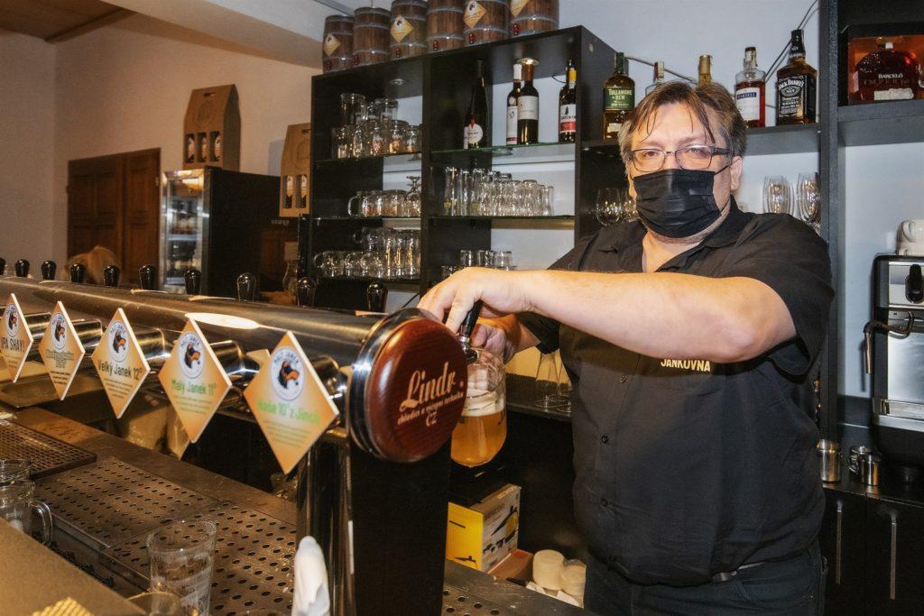 pivovari-pivovary-novinky-restaurace-maly-janek-v-jincich-zustane-v-patek-otevrena-majitel-zve-politiky-na-obed