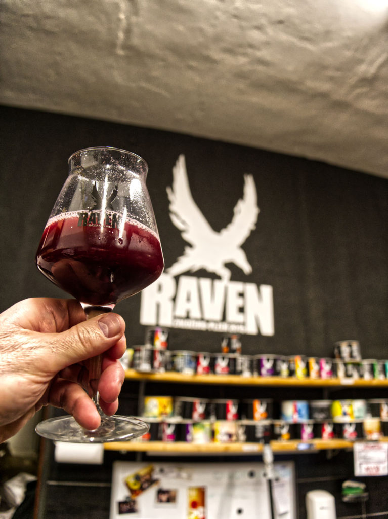 pivovar-raven-black-label-5-ice-blueberry-cake-sour-ale-0-7l-pivovari-cz-02